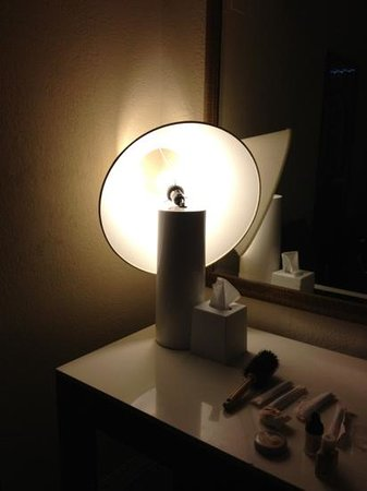 Sheraton Suites Cypress Creek Ft. Lauderdale: broken lamp in rm 413