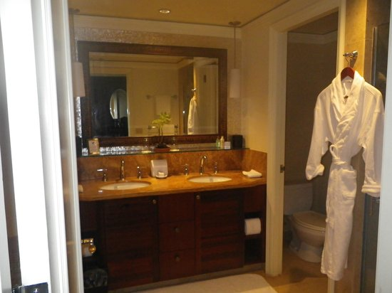 The Ritz-Carlton, Kapalua: great big bathroom