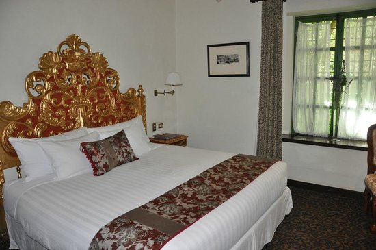 Aranwa Sacred Valley Hotel & Wellness: Our first room had a king bed