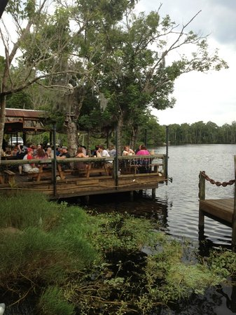 Picturesque outdoor dining be prepared to wait for Florida fish camps