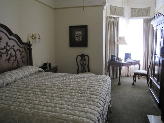 The Horton Grand Hotel and Suites: Room