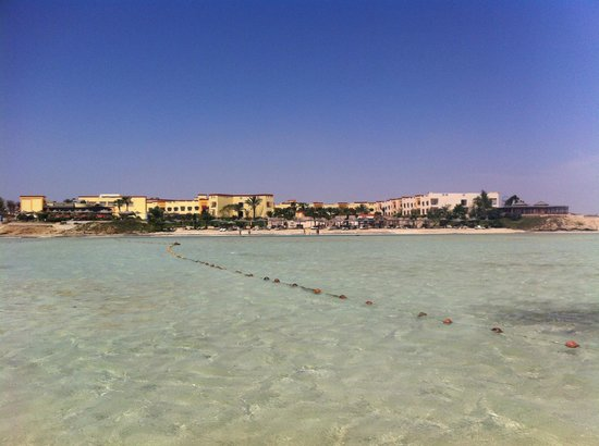 Blue Reef Red Sea Resort: villaggio visto dal mare