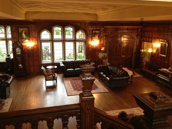 Thornewood Castle Inn and Gardens: The amazing grand hall!