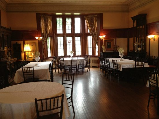 Thornewood Castle Inn and Gardens: The dining room.