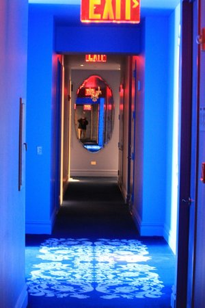 Mondrian Soho: Blue theme in the hallways and rooms