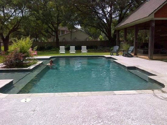 Isabelle Inn Bed & Breakfast: Awesome Pool Area