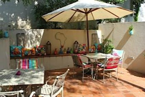Sandton Boutique Hotel - 28A on Oxford: summer breakfast terrace