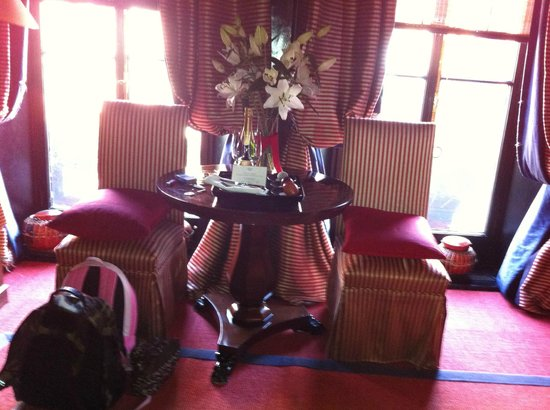 Blakes Hotel: in room table and chairs