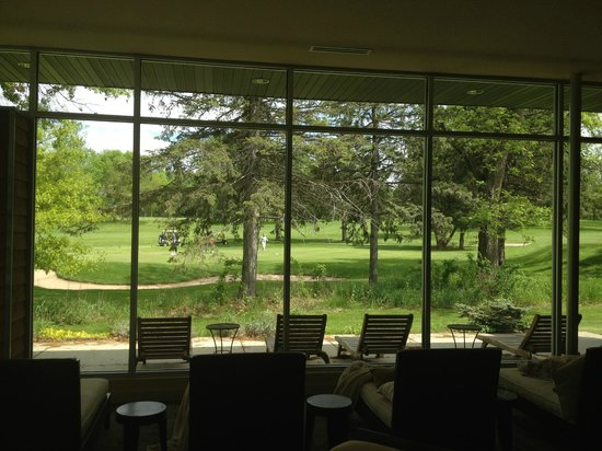 Green Lake, WI: Relaxation area overlooking golf course and the deer