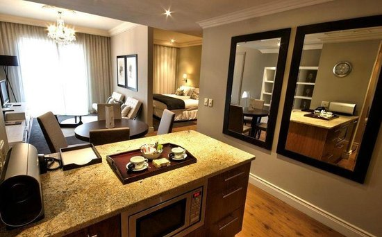 Cape Royale Luxury Hotel & Spa: Deluxe One-Bedroom Suite with Living Area