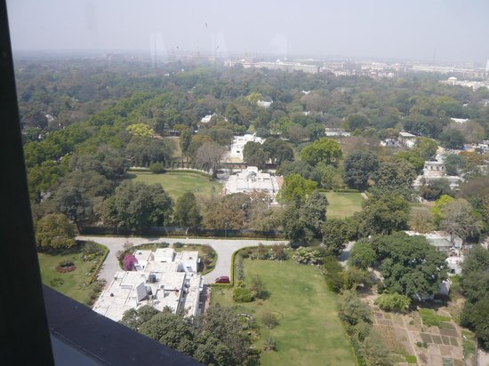 Taj Mahal Hotel: View towards the city
