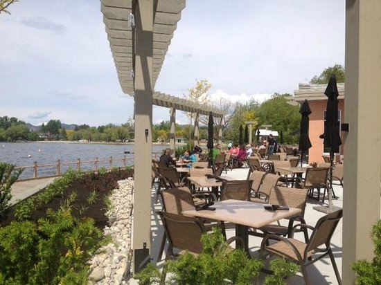 Manteo Resort - Waterfront Hotel & Villas: Smack DAB Patio