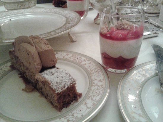 The Ritz London: Finger desserts