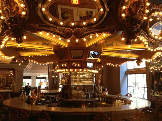 Hotel Monteleone: Carousel Bar before it opens. You'll never find it this empty!