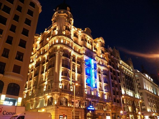 Hotel Atlantico at night, from Gran Via