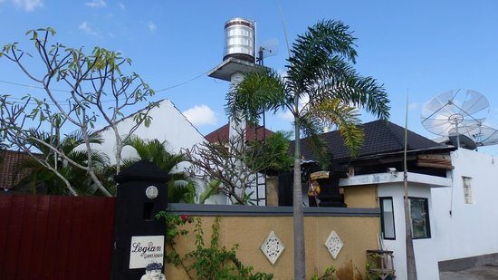 Legian Guest House: water tank on site