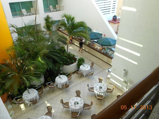 Casa Mexicana Cozumel : The breakfast dining room in the hotel center