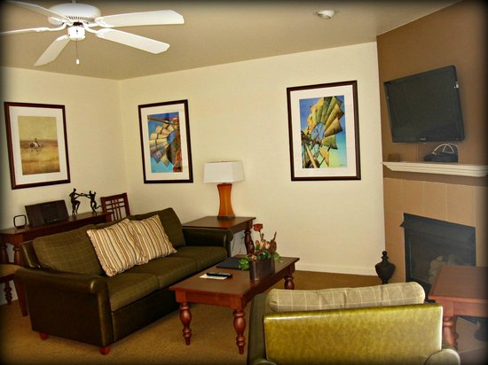Resort at the Lake of the Ozarks: Living room