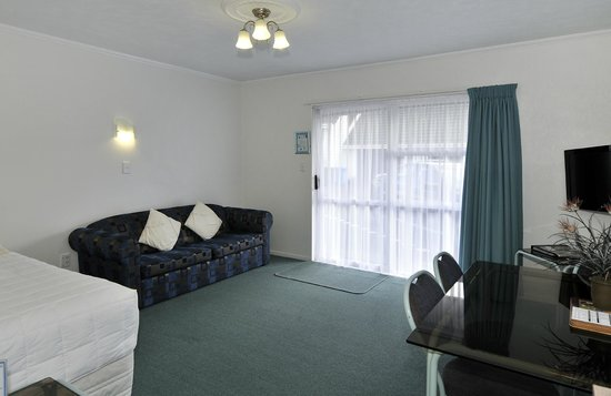 ‪‪ASURE Palm Court Motor Inn Rotorua‬: Family Suite 3 Living Area‬