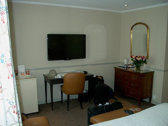 Hotel Relais Bosquet Paris: TV and Desk