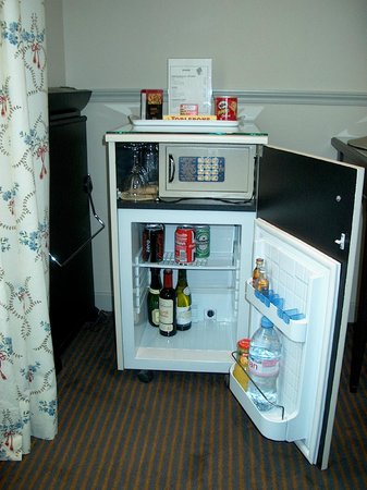 Hotel Relais Bosquet Paris: Mini-Bar & Safe