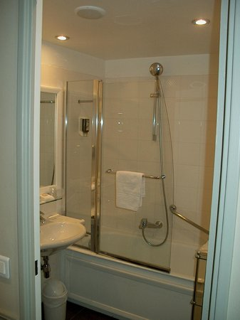 Hotel Relais Bosquet Paris: Shower