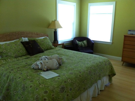 Inn at Huntingfield Creek: Zen Cottage - bedroom