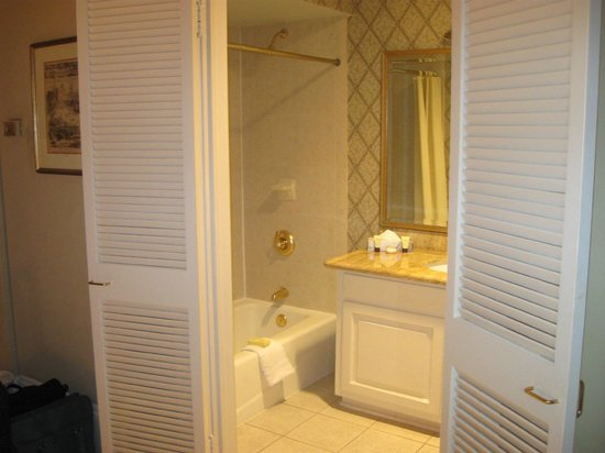 Place d'Armes Hotel: The bathroom