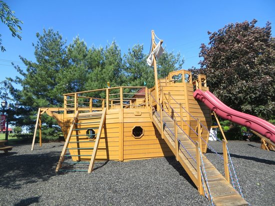 Fulton Steamboat Inn: Playground