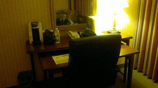 Ramada Plaza Hartford Hotel: Desk and chair