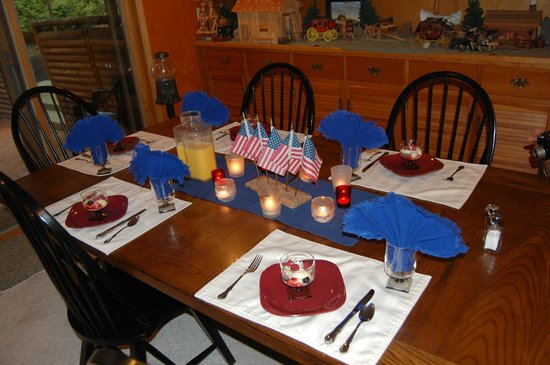 Elk Ridge Bed & Breakfast : Red, white & blue for breakfast