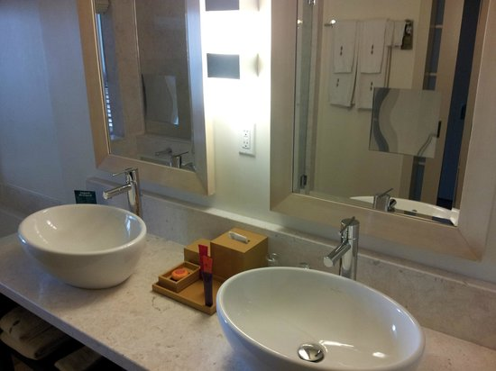 ‪‪EPIC Hotel - a Kimpton Hotel‬: Double Sink‬