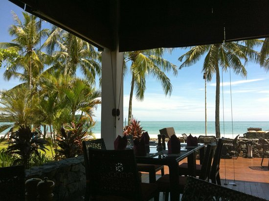 Meritus Pelangi Beach Resort & Spa, Langkawi: Sunny beachside lunch at Cba