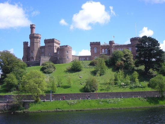 Inverness hotels & Nairn hotels accommodation in the