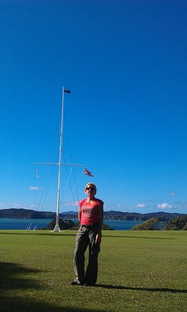Paihia, Νέα Ζηλανδία: Mast marks the spot where the treaty was signed