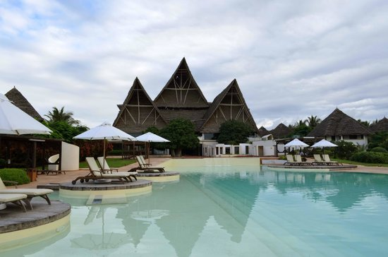 Essque Zalu Zanzibar: Hotel view from the pool