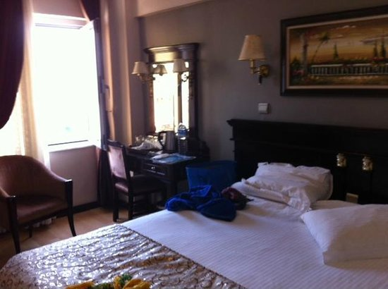 Room 505 picture of laleli gonen hotel istanbul for Istanbul family suites laleli