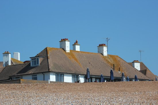 ‪‪Bexhill-on-Sea‬, UK: Hotel from the beach‬