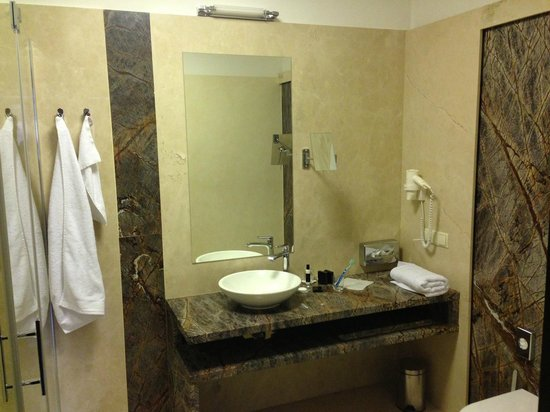 Nicely decorated bathroom picture of hotel aristo - Nicely decorated bathrooms ...