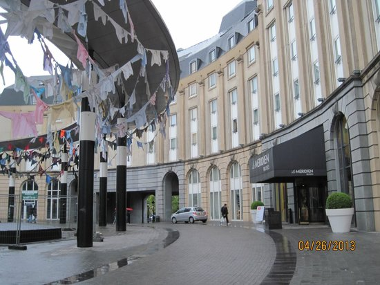 Le Meridien Brussels: The staff brought their laundry to work?