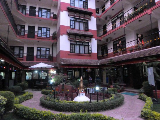 Thamel Eco Resort: Courtyard