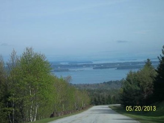 Point Lookout Resort and Conference Center: Driving down from the Summit