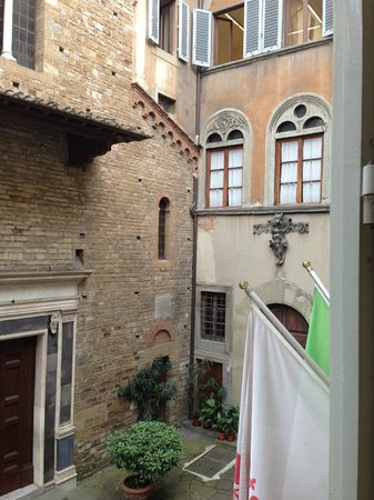 Hotel Berchielli: Room view of a small courtyard