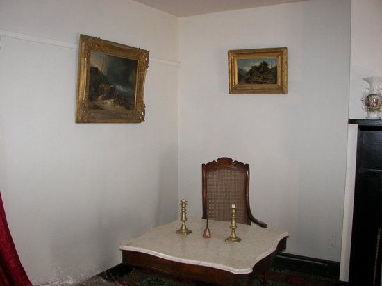 Appomattox, VA: General Lee's table