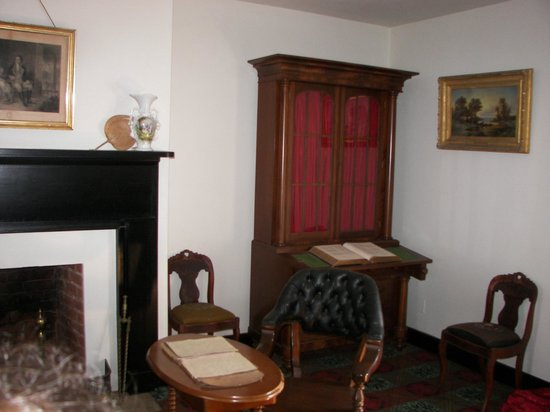 Appomattox, VA: General Grant's table