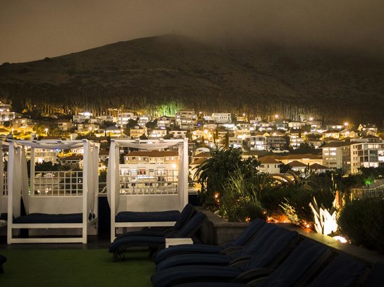 Cape Royale Luxury Hotel & Spa: The rooftop pool and bar area