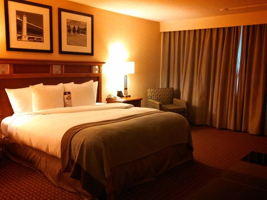 DoubleTree by Hilton Baltimore North - Pikesville: Standard King Room