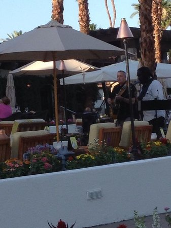 Rancho Las Palmas Resort & Spa: live music at BluEmber