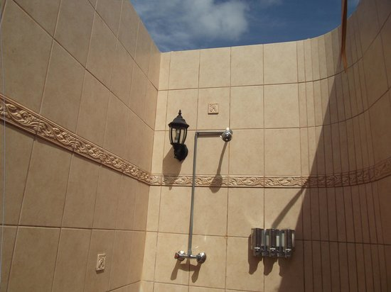 ‪‪Club Arias B&B‬: outdoor shower‬