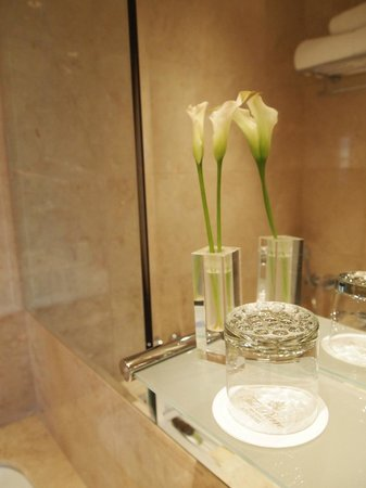 The Pierre, A Taj Hotel, New York: Bathroom